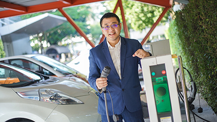 dr yossapong laoonual electric vehicle-association thailand