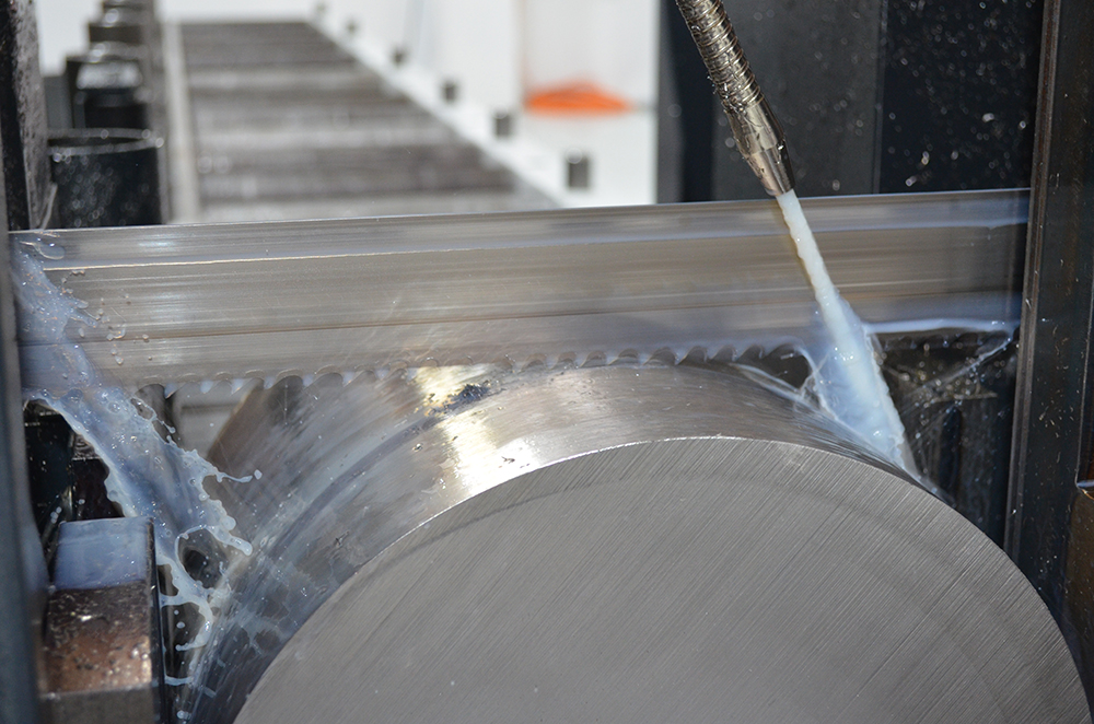 The KASTOwin saws process the programmed orders automatically.