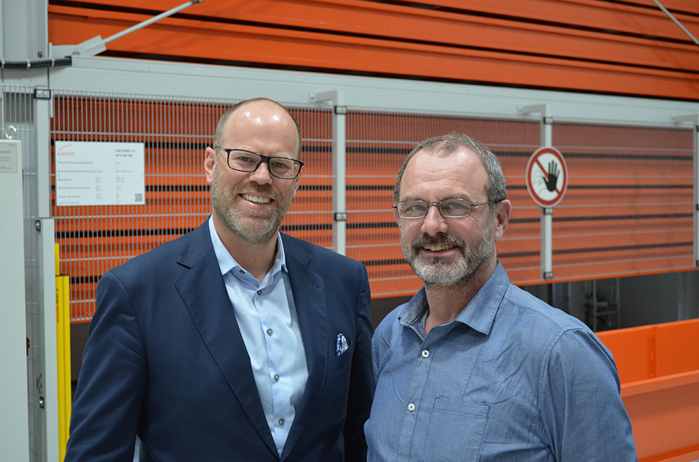 Dr Alexander Artmann, Managing Partner, and Michael Kerscher, Managing Director of microart, are completely satisfied with their KASTO saw and storage technology.
