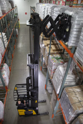 yale materials handling narrow aisle reach truck