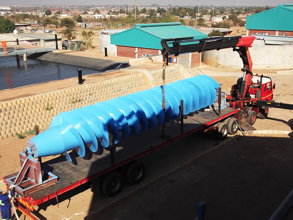 Transportation of the 7.6 t Archimedes screw pump body.
