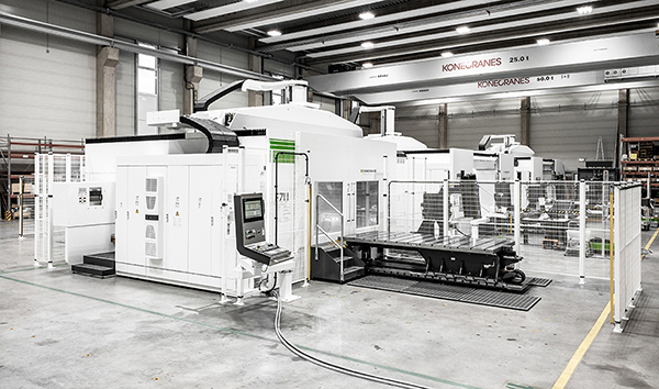 The machine can be equipped with automation – shown here are changeover slides on both sides. Picture credit: F. Zimmermann GmbH